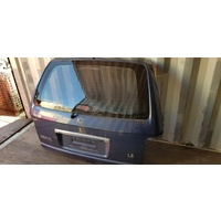 Kia Carnival 2005 rear door tail gate