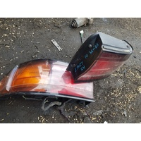 Toyota Camry 10 series back light tail lamp set E19027