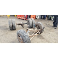 Daihatsu Delta 84 front back axle set steering box E20034