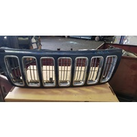 Jeep Grand Cherokee 2004 front grille piece E20116