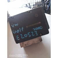 Volkswagen Golf 2000 ABS pump module control unit E20523