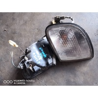 Kia Sportage 98 front corner light lamp set left and right E21120